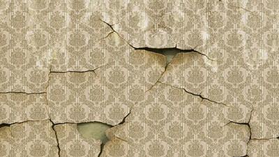 Jak łatwo zedrzeć i zdjąć tapetę ze ściany