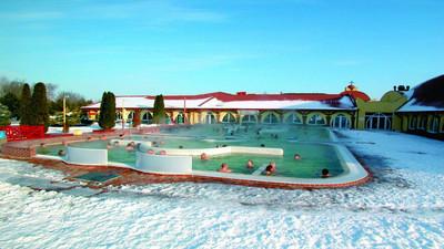 Zalety basenów termicznych i termalnych