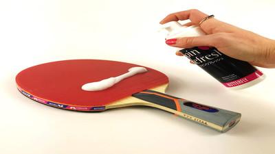 Czyszczenie okładzin rakietki do tenisa stołowego