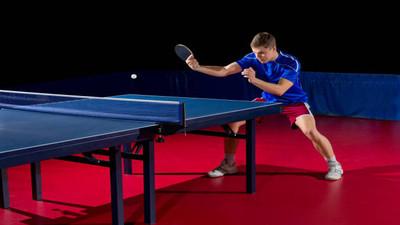 Jak wykonać prawidłowy serwis w tenisie stołowym
