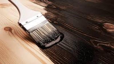 Jak prawidłowo malować drewno