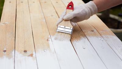 Jak dobrze malować drewno