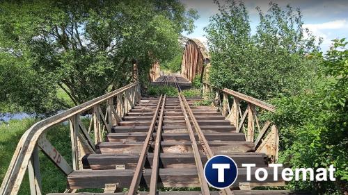 Zabytkowy most kolei wąskotorowej nad rzeką Ina
