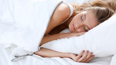 Jak prawidłowo układać nogi podczas snu