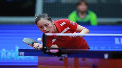 Jak odbierać piłki z rotacją i podkręceniem topspin w tenisie stołowym