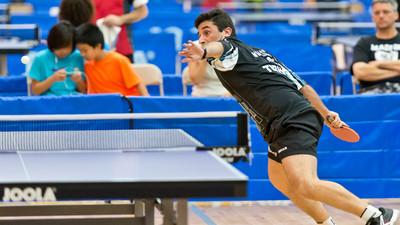Odbieranie ściętych piłek daleko od stołu w tenisie stołowym