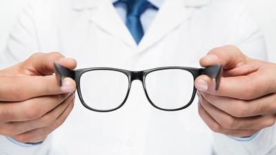 Co wybrać okulary czy soczewki kontaktowe
