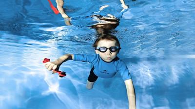 Jak uczyć się pływać – przyrządy do nauki pływania
