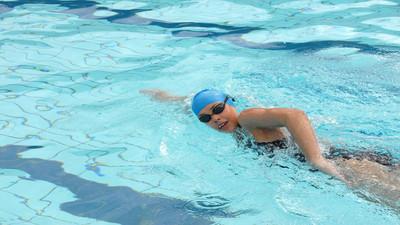 Jak nauczyć się pływać pieskiem