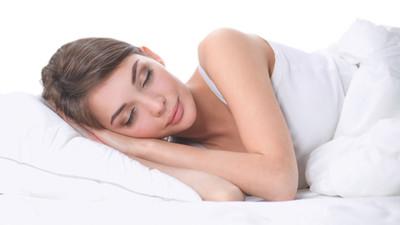 Spanie na podłodze jest zdrowe