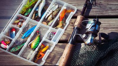 Jaki wybrać sprzęt na ryby – porady wędkarskie