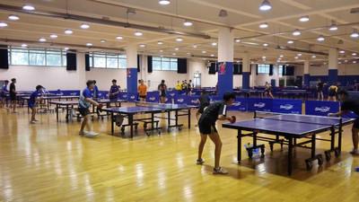 Jak trenować grę tenisa stołowego w domu