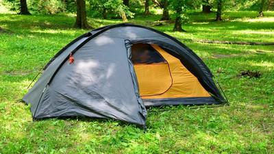 Jak dobrze ustawić namiot