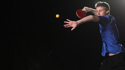Jak odbierać wysokie piłki w tenisie stołowym